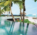 Reethi Rah - Pool by the beach