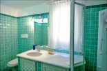 Villa Emeralda - Green Guest Bathroom